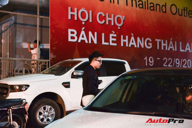 Sao Viet cung dan xe khung tham du su kien ra mat mang xa hoi Lotus