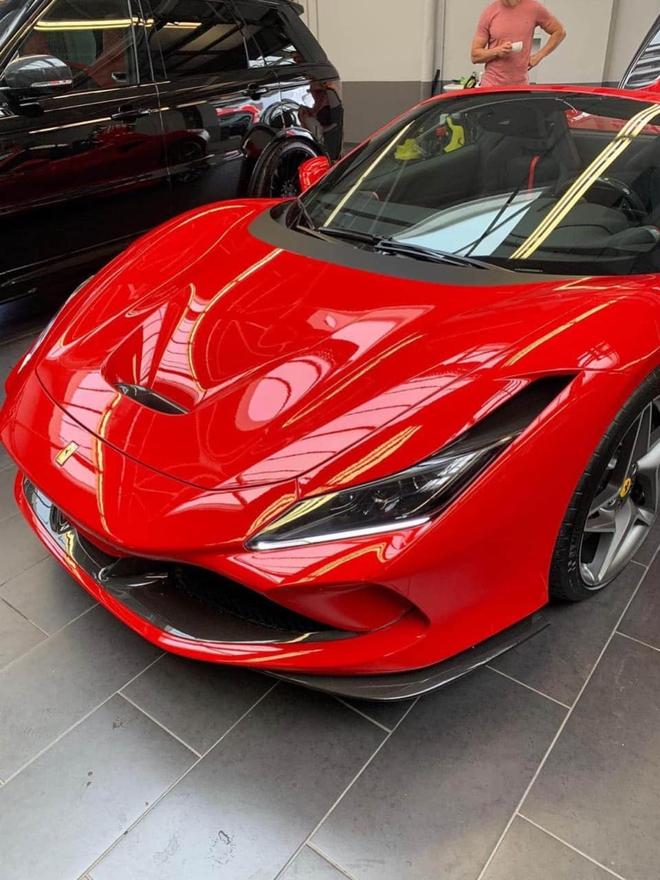Ferrari F8 Spider thu 2 ve Viet Nam ngoai hinh de gay nham lan voi F8 Tributo cua Nguyen Quoc Cuong