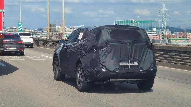 regular kia sportage nq5 short wheelbase 3 16038400028661034790315 Kia Sportage thế hệ mới hé lộ hình ảnh cạnh tranh với Hyundai Tucson