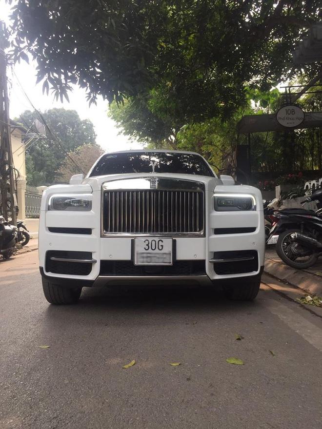 Chủ Rolls-Royce Phantom VIII siêu hiếm tại Việt Nam sắm thêm Cullinan với trang bị độc, nguồn gốc chiếc xe còn gây chú ý hơn
