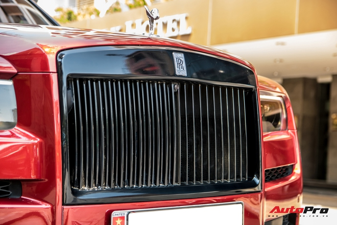 Rolls-Royce Cullinan mau do doc nhat Viet Nam bat ngo Nam tien