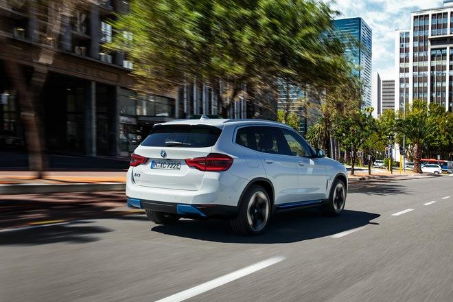 2021 bmw ix3 09 1594737334637932429782 Ra mắt BMW iX3 - Chương sử SUV mới của BMW