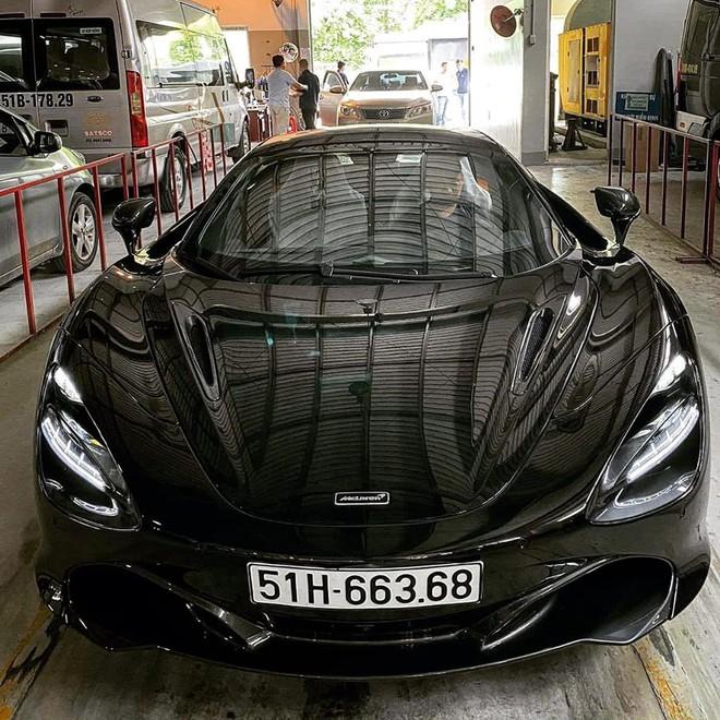 Sieu xe McLaren 720S Spider mau den cua dai gia Sai thanh da co bien so