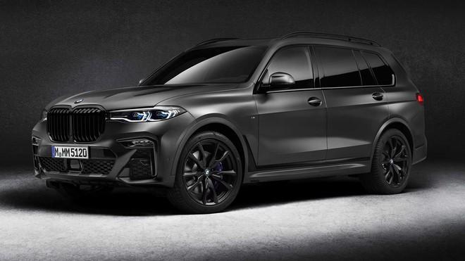 2021 bmw x7 dark shadow edition front three quarters 1595597950872852886301 Ra mắt BMW X7 Dark Shadow Edition: Đen toàn tập, 600 xe có cơ hội cho đại gia Việt