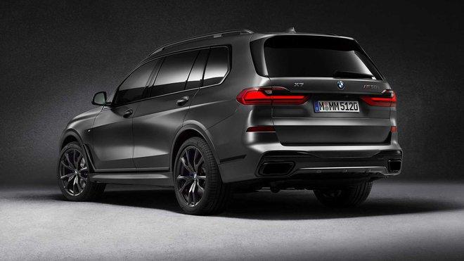 2021 bmw x7 dark shadow edition rear three quarters 1595597950826763263205 Ra mắt BMW X7 Dark Shadow Edition: Đen toàn tập, 600 xe có cơ hội cho đại gia Việt