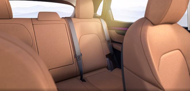 autopro vinfast vf e35 2021 viet nam 7 1617234875569388885625 Lộ diện VinFast VF e35: Cỡ ngang Mercedes GLC, đặt cọc từ tháng 9, bán cả trong nước và Mỹ, Canada