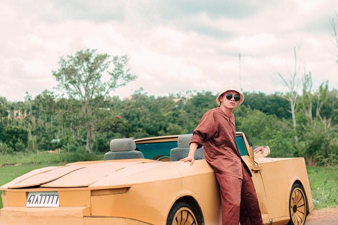 Sau Mercedes-AMG G 63 nhom ban Dak Lak tiep tuc gay sot voi Rolls-Royce Boat Tail trieu USD lam bang bia carton