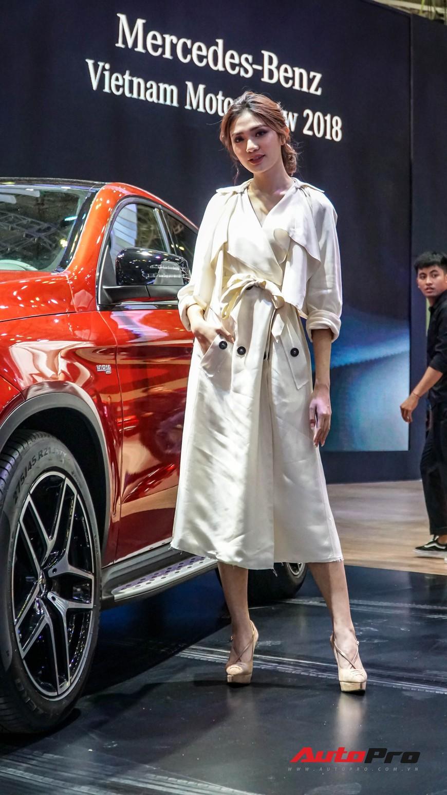 Đứng gần xe sang hay xe cỏ, thần thái là chuyện nhỏ với dàn mẫu chân dài VMS 2018 - Ảnh 16.