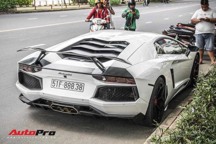Đeo biển mới, Pagani Huayra đi ăn mừng khắp Sài Gòn cùng cặp đôi siêu xe khủng - Ảnh 4.