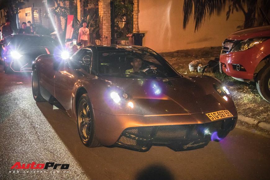 Minh nhựa mang Pagani Huayra, Lamborghini Aventador SV cùng dàn xe khủng đi Phan Thiết ăn mừng ngay trong đêm - Ảnh 1.