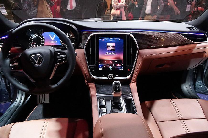 Đánh giá nhanh VinFast Lux A2.0: Sedan hạng E duy nhất Việt Nam có giá dưới 900 triệu đồng - Ảnh 6.