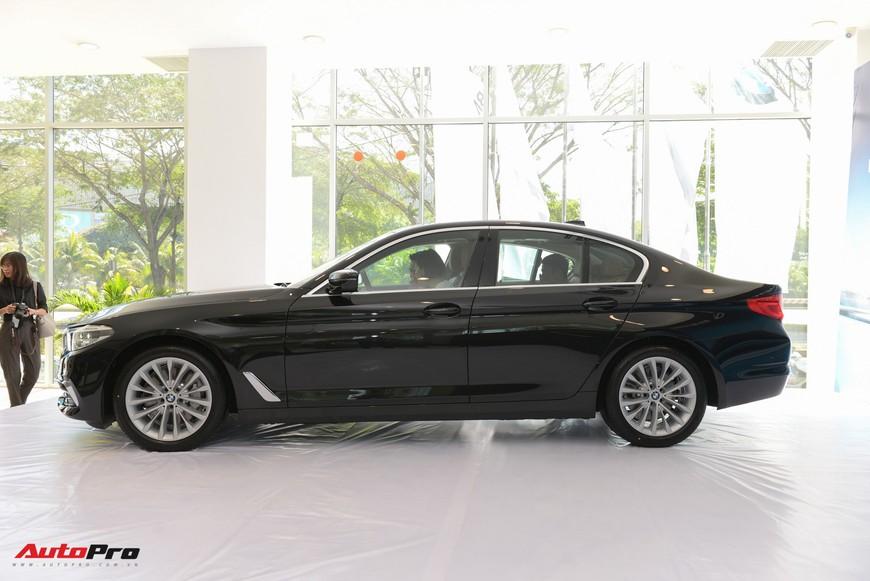 Khám phá chi tiết BMW 5-Series đời mới vừa ra mắt tại Việt Nam, giao xe có thể sau Tết - Ảnh 2.