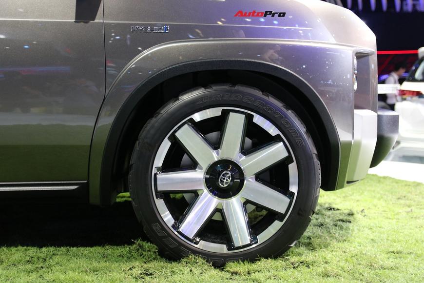 Cận cảnh Toyota Tj Cruiser - SUV 7 chỗ siêu rộng cho người Việt - Ảnh 3.