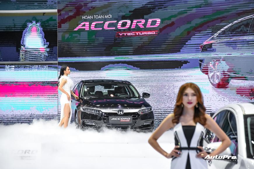Đánh giá nhanh Honda Accord 2019: Đây là những thay đổi tất tay để cạnh tranh vua doanh số Toyota Camry - Ảnh 10.