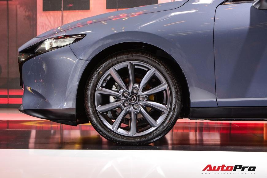 Chi tiết Mazda3 đắt nhất phân khúc, lăn bánh tiền tỷ: Từ xe quốc dân thành xe mơ ước  - Ảnh 9.