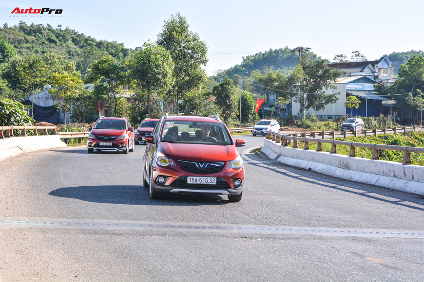 Vượt hơn 300km tới Hà Giang, dàn xe VinFast khiến ai cũng hiếu kỳ: Nhìn theo chỉ trỏ, thậm chí có người tiến lại gõ vỏ xe - Ảnh 9.