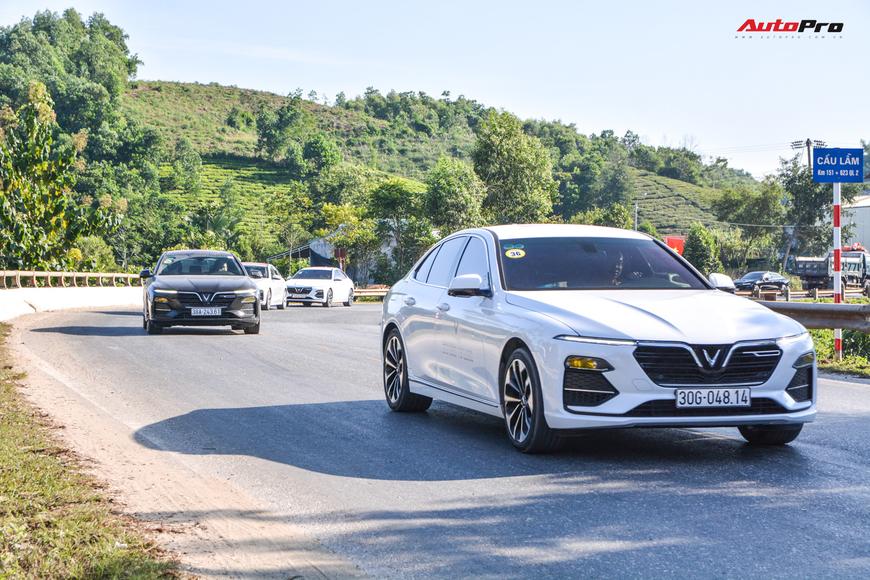 Vượt hơn 300km tới Hà Giang, dàn xe VinFast khiến ai cũng hiếu kỳ: Nhìn theo chỉ trỏ, thậm chí có người tiến lại gõ vỏ xe - Ảnh 8.