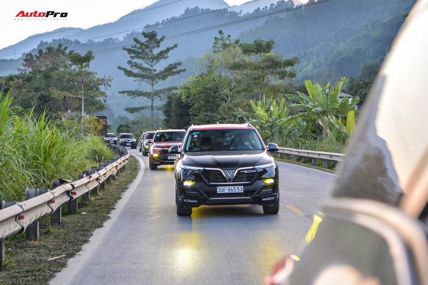 Vượt hơn 300km tới Hà Giang, dàn xe VinFast khiến ai cũng hiếu kỳ: Nhìn theo chỉ trỏ, thậm chí có người tiến lại gõ vỏ xe - Ảnh 10.