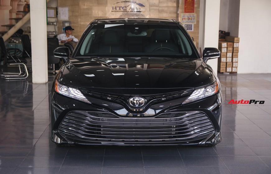 Khám phá Toyota Camry thế hệ mới đầu tiên VN: nhập Mỹ chất chơi, giá 2,5 tỷ đồng ngang Lexus ES250 - Ảnh 2.