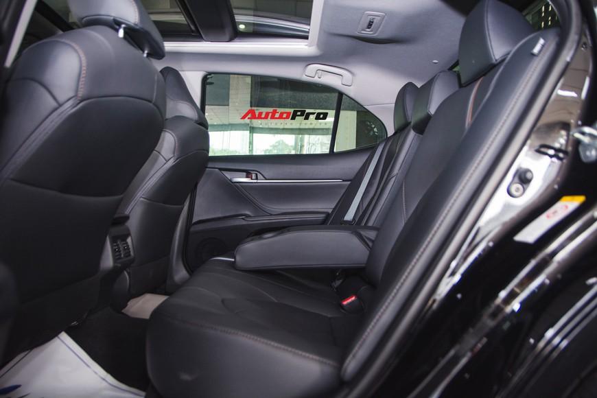 Khám phá Toyota Camry thế hệ mới đầu tiên VN: nhập Mỹ chất chơi, giá 2,5 tỷ đồng ngang Lexus ES250 - Ảnh 16.
