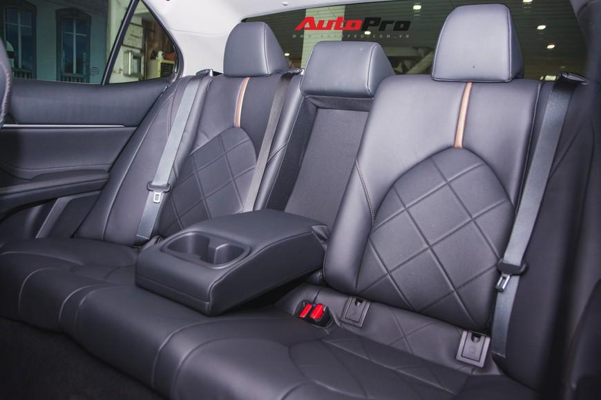 Khám phá Toyota Camry thế hệ mới đầu tiên VN: nhập Mỹ chất chơi, giá 2,5 tỷ đồng ngang Lexus ES250 - Ảnh 15.