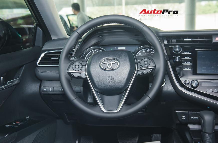 Khám phá Toyota Camry thế hệ mới đầu tiên VN: nhập Mỹ chất chơi, giá 2,5 tỷ đồng ngang Lexus ES250 - Ảnh 8.