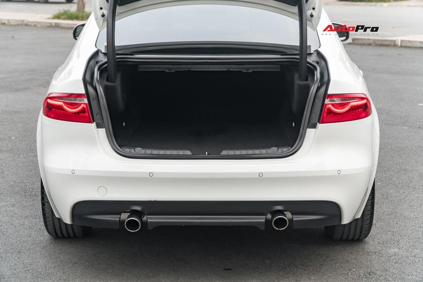Chạy lướt hơn 8.000 km, đối thủ Mercedes-Benz E-Class hạ giá chưa tới 2 tỷ đồng để tìm chủ nhân mới - Ảnh 5.