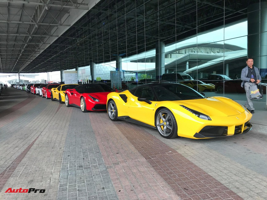 Dàn siêu xe triệu USD khoe dáng trước ngày triển lãm lớn nhất Đông Nam Á khai mạc - Ảnh 2.
