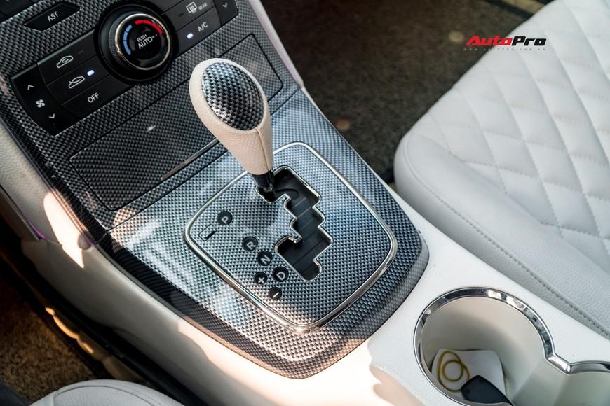 Lột xác từ trong ra ngoài, Hyundai Genesis độ kiểu Aston Martin rao bán chỉ hơn 500 triệu đồng - Ảnh 9.