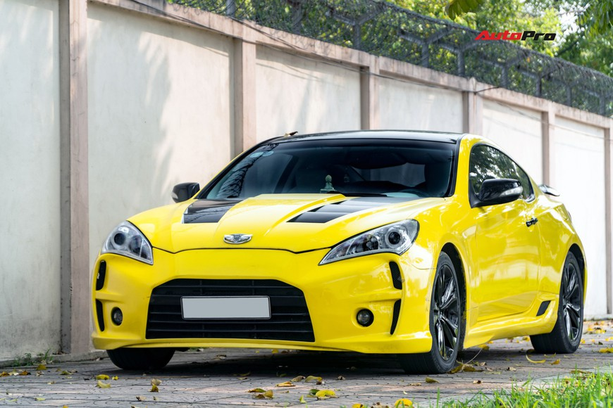 Lột xác từ trong ra ngoài, Hyundai Genesis độ kiểu Aston Martin rao bán chỉ hơn 500 triệu đồng - Ảnh 1.