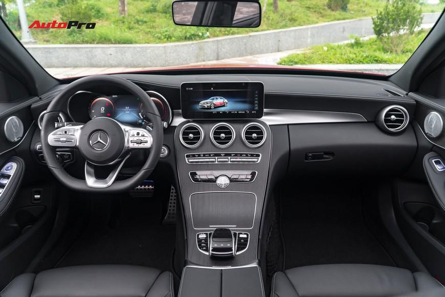 Mới đi 1.000km và bốc biển 10 ngày, đại gia Hà Nội bán lại Mercedes-Benz C300 AMG 2019 với mức giá bất ngờ - Ảnh 6.