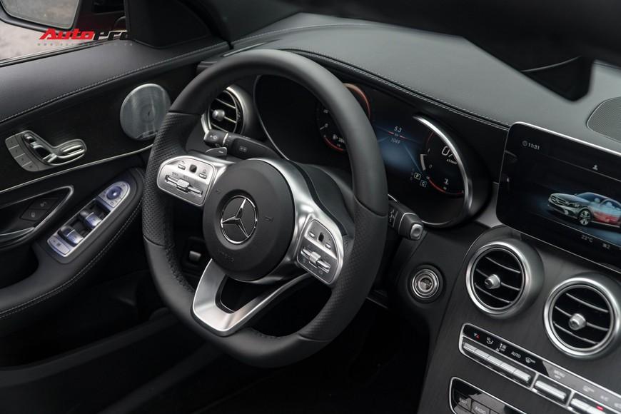 Mới đi 1.000km và bốc biển 10 ngày, đại gia Hà Nội bán lại Mercedes-Benz C300 AMG 2019 với mức giá bất ngờ - Ảnh 7.