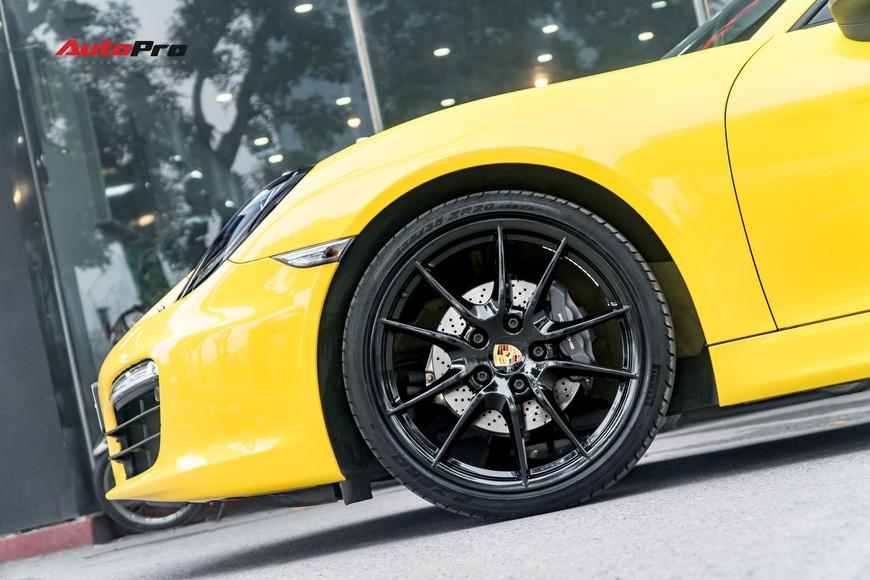Porsche Boxster mới đi hơn 11.000 km rao bán giá 3,25 tỷ đồng tại Hà Nội - Ảnh 2.