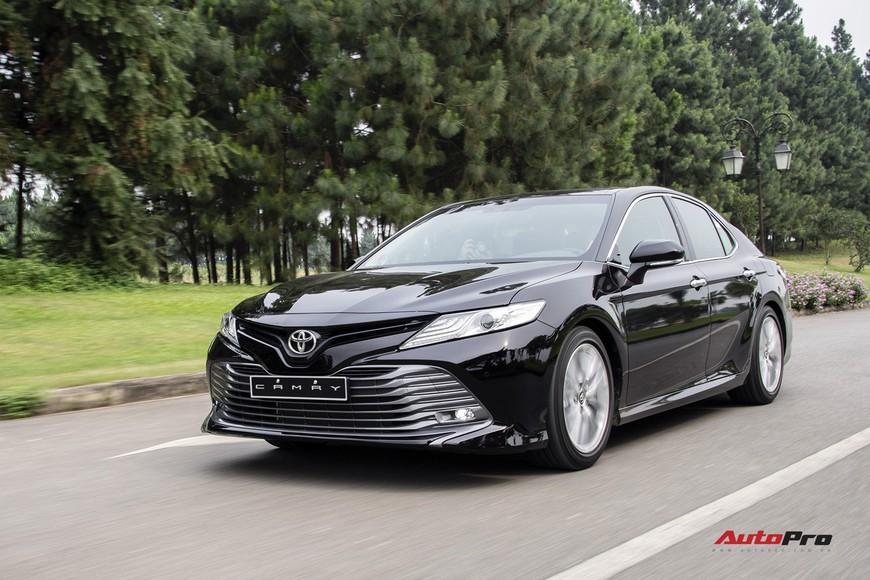 Đánh giá nhanh Toyota Camry 2019: Áp lực lớn của Mazda6 và Honda Accord - Ảnh 12.