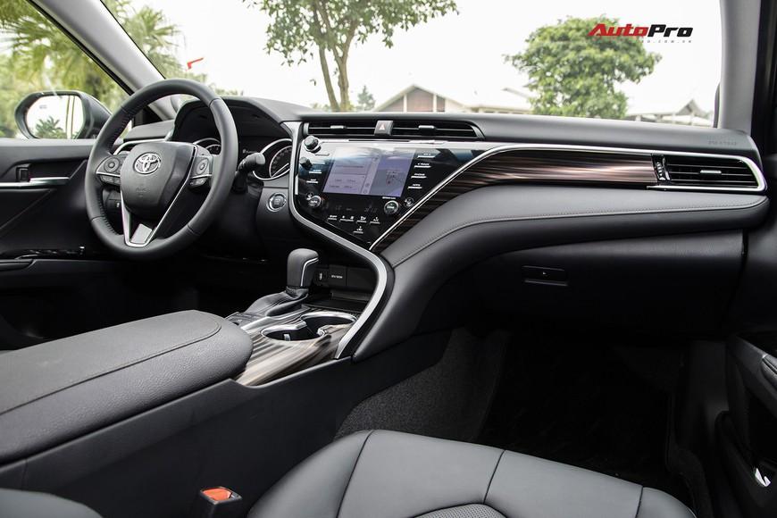 Đánh giá nhanh Toyota Camry 2019: Áp lực lớn của Mazda6 và Honda Accord - Ảnh 5.