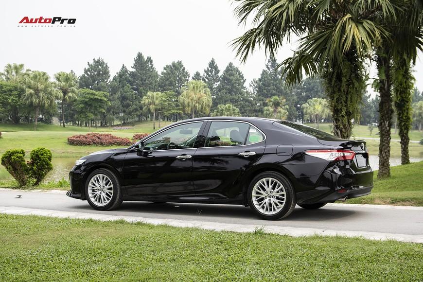 Đánh giá nhanh Toyota Camry 2019: Áp lực lớn của Mazda6 và Honda Accord - Ảnh 3.