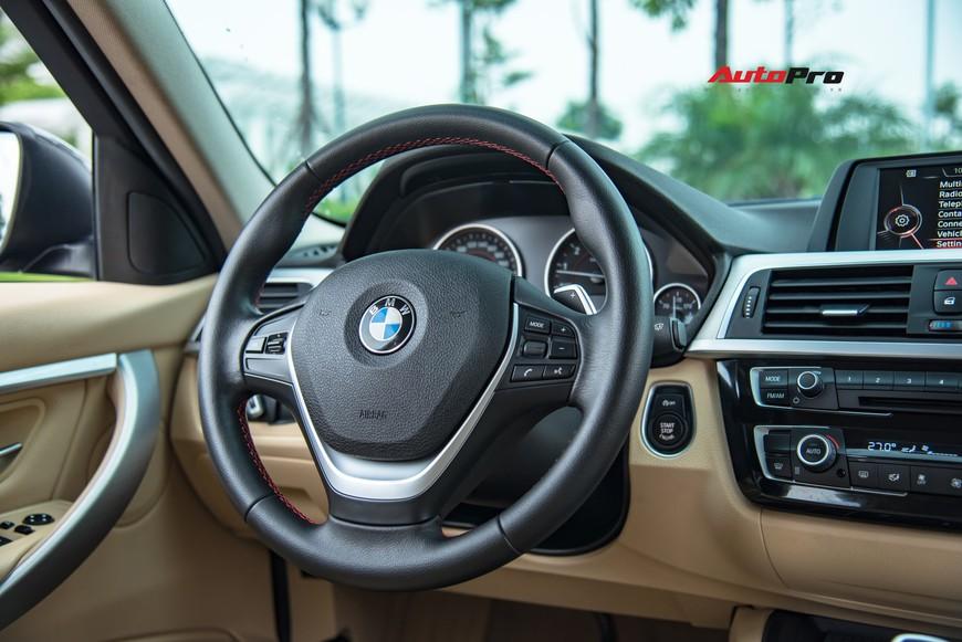 Hàng hiếm BMW 330i chỉ đắt hơn Toyota Camry 64 triệu đồng sau 43.000 km - Ảnh 8.