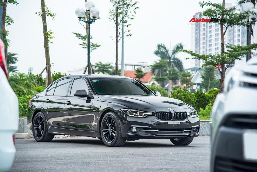 Hàng hiếm BMW 330i chỉ đắt hơn Toyota Camry 64 triệu đồng sau 43.000 km - Ảnh 1.