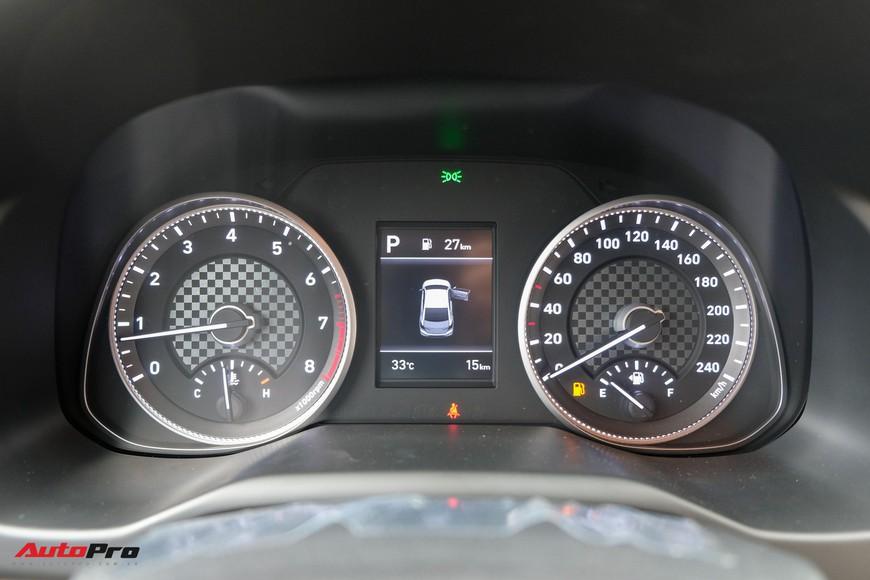 Cận cảnh Hyundai Elantra 2019 giá từ 580 triệu đồng đã về đại lý, phả hơi nóng lên Kia Cerato - Ảnh 12.