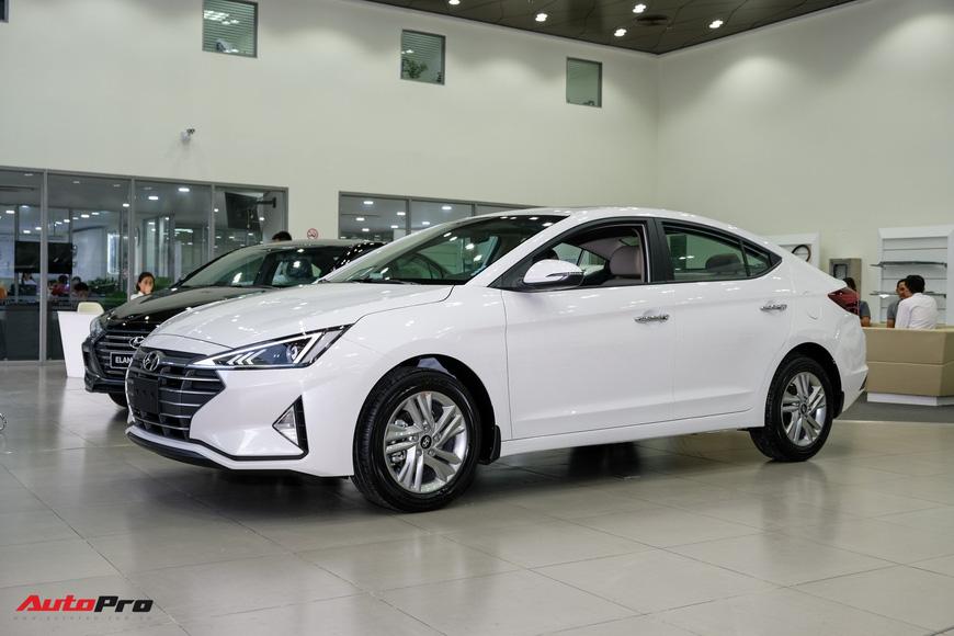 Cận cảnh Hyundai Elantra 2019 giá từ 580 triệu đồng đã về đại lý, phả hơi nóng lên Kia Cerato - Ảnh 1.