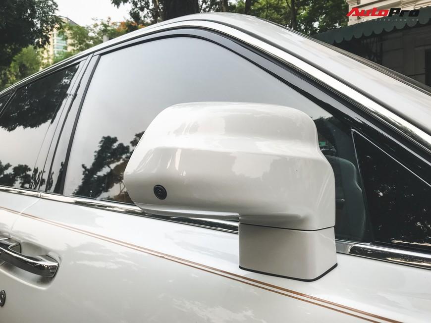 Vừa khui công, Rolls-Royce Cullinan đầu tiên Việt Nam đã cùng chủ nhân dạo phố Hà Nội - Ảnh 6.