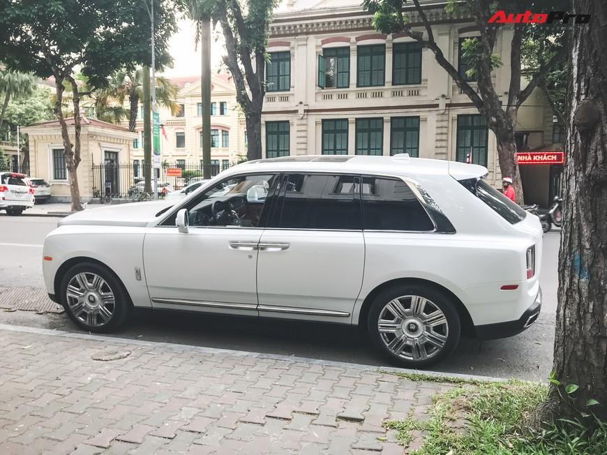 Vừa khui công, Rolls-Royce Cullinan đầu tiên Việt Nam đã cùng chủ nhân dạo phố Hà Nội - Ảnh 8.