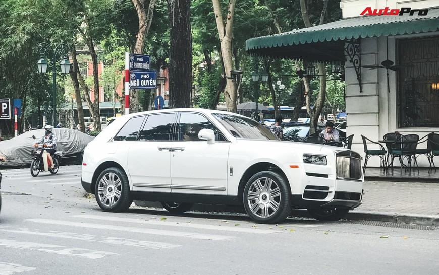 Vừa khui công, Rolls-Royce Cullinan đầu tiên Việt Nam đã cùng chủ nhân dạo phố Hà Nội - Ảnh 2.