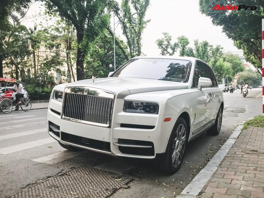 Vừa khui công, Rolls-Royce Cullinan đầu tiên Việt Nam đã cùng chủ nhân dạo phố Hà Nội - Ảnh 1.