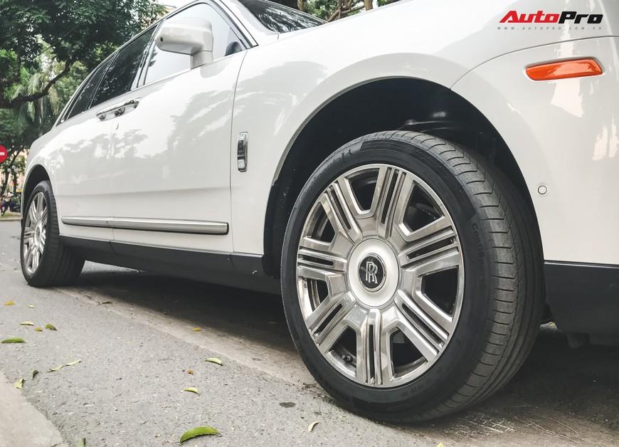 Vừa khui công, Rolls-Royce Cullinan đầu tiên Việt Nam đã cùng chủ nhân dạo phố Hà Nội - Ảnh 7.