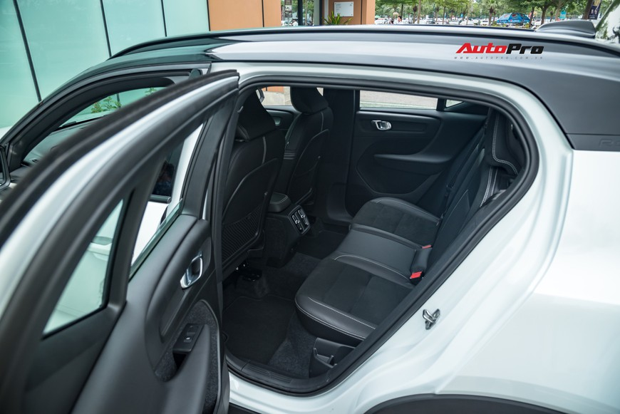 Đánh giá nhanh Volvo XC40 giá 1,75 tỷ đồng: Lật mở nhiều bất ngờ sau mẫu SUV tưởng nhỏ con và chỉ dành cho đô thị - Ảnh 18.
