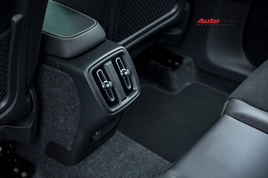 Đánh giá nhanh Volvo XC40 giá 1,75 tỷ đồng: Lật mở nhiều bất ngờ sau mẫu SUV tưởng nhỏ con và chỉ dành cho đô thị - Ảnh 19.