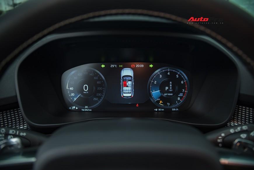 Đánh giá nhanh Volvo XC40 giá 1,75 tỷ đồng: Lật mở nhiều bất ngờ sau mẫu SUV tưởng nhỏ con và chỉ dành cho đô thị - Ảnh 14.