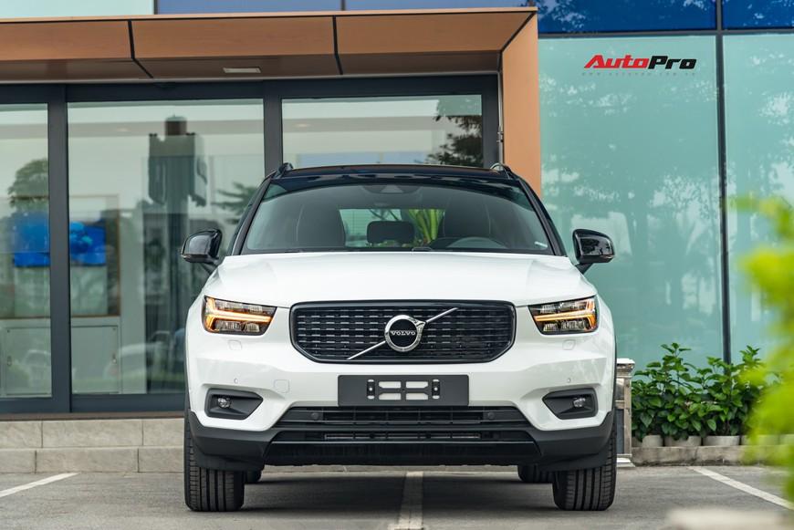 Đánh giá nhanh Volvo XC40 giá 1,75 tỷ đồng: Lật mở nhiều bất ngờ sau mẫu SUV tưởng nhỏ con và chỉ dành cho đô thị - Ảnh 2.