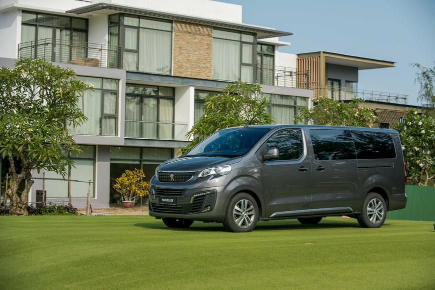 Khám phá chi tiết Peugeot Traveller Premium giá gần 2,25 tỷ đồng - MPV hạng sang cho thương gia - Ảnh 1.